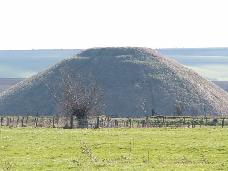 Silbury_Hill_Largest_Man_made_mound_Europe_4