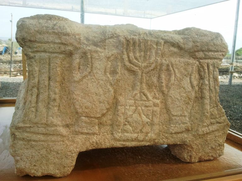 Magdala_Stone_Depicts_Second_Temple_1