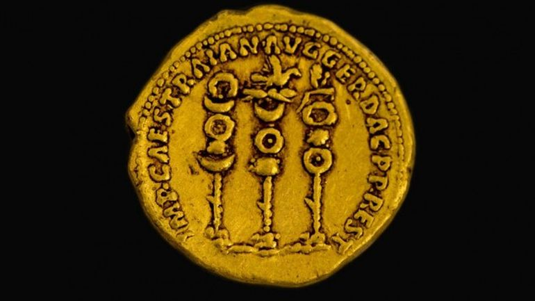 2,000-Year_Old_Roman_Gold_Coin_Discovered_Israeli_Hiker_2