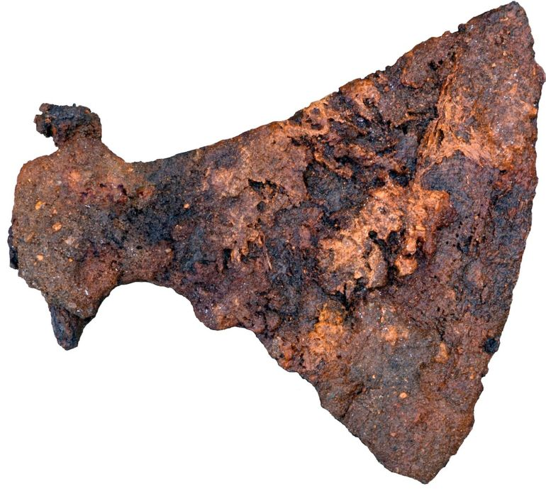 largest-viking-axes-10th-century-grave_1