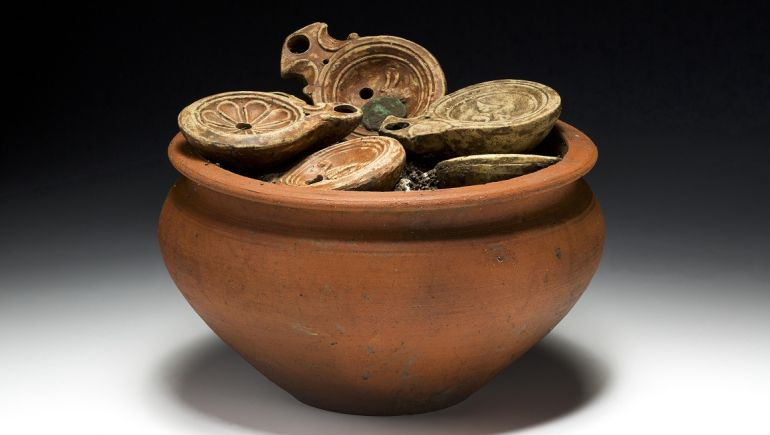 roman-pot-coins-lamps-switzerland_1