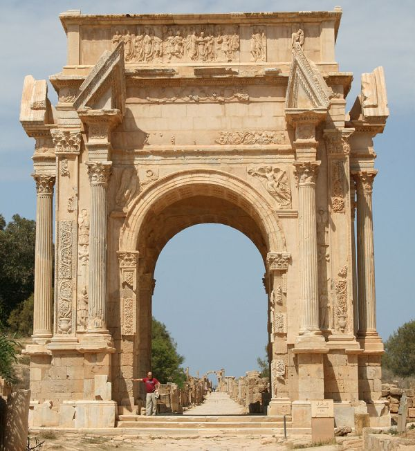 libya-armed-civilians-guard-ancient-roman-ruins_4