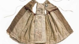 medieval-manuscripts-used-in-dresses-hats