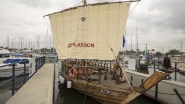 reconstruction-replica-2500-year-ship-israel_1