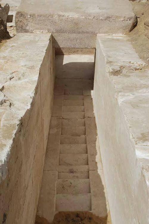 3700-year-ancient-pyramid-discovered-egypt_2