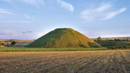 Silbury_Hill_Largest_Man_made_mound_Europe