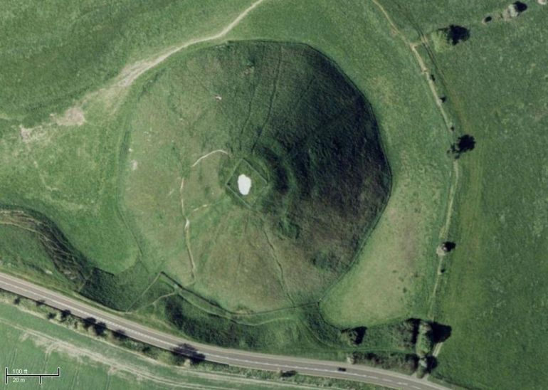 Silbury_Hill_Largest_Man_made_mound_Europe_5