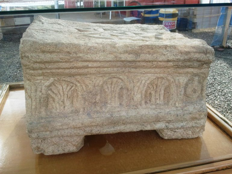 Magdala_Stone_Depicts_Second_Temple_3