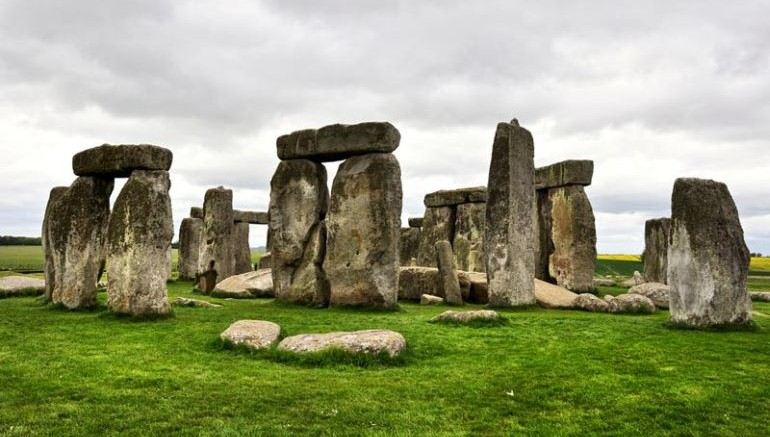 Remains_High-Status_Women_cremated_Stonehenge_1