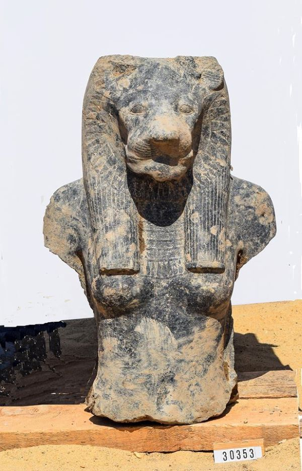 Ancient_Statues_Egyptian_Goddess_Sekhmet_Luxor_1