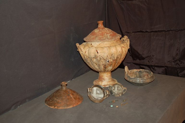 Ancient_Tomb_Etruscan_Princess_ Robbers_Treasure_2