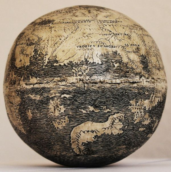 Ostrich_Egg_Globe_Oldest_New_World_1