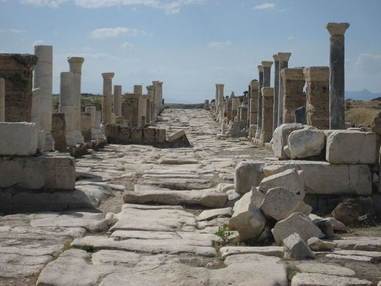 ancient-greek-theater-laodicea-restored_2