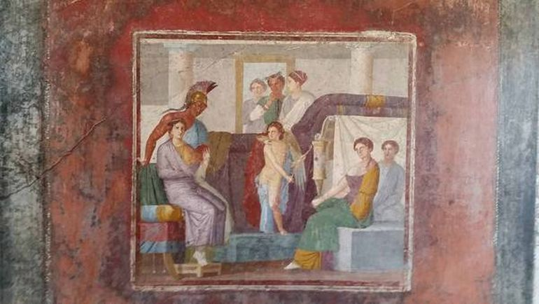 a history of the ancient roman city of pompeii Pompeii: daily life in an ancient roman city resurrects the long-lost lives of aristocrats, merchants, slaves, and other individuals from this imperial roman city made famous for its demise after the eruption of mount vesuvius in ad 79.