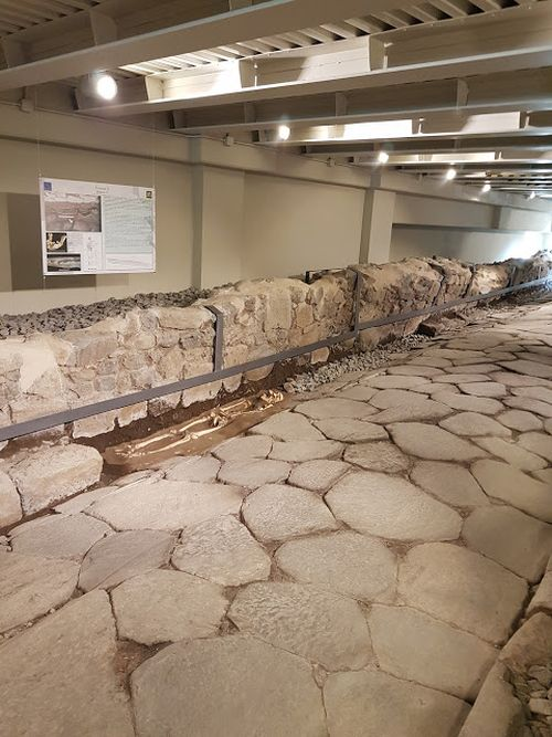 mcdonald-restaurant-ancient-roman-road_2