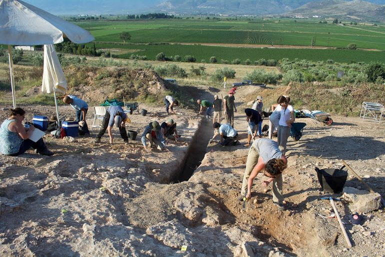 largest-mycenaean-tomb-discovered-greece_2