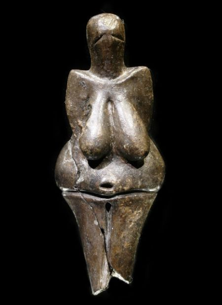venus-of-dolni-vestonice-oldest-ceramic-artifact_1