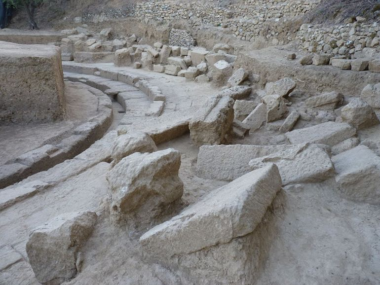 2400-year-ancient-theater-thouria_2