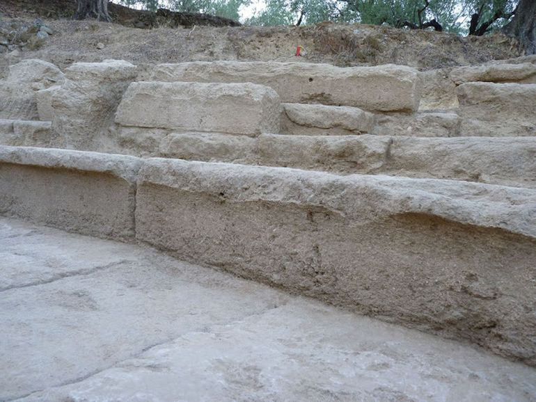 2400-year-ancient-theater-thouria_3