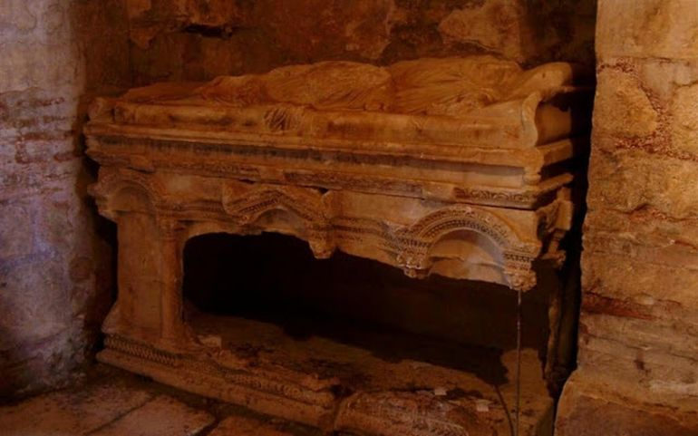 turkish-archaeologists-grave-st-nicholas_2