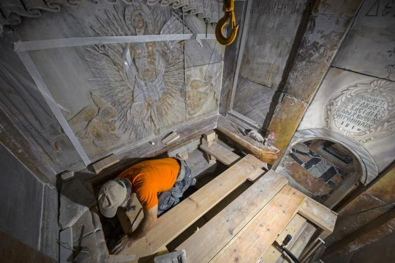 tomb-of-jesus-1700-years-old_3