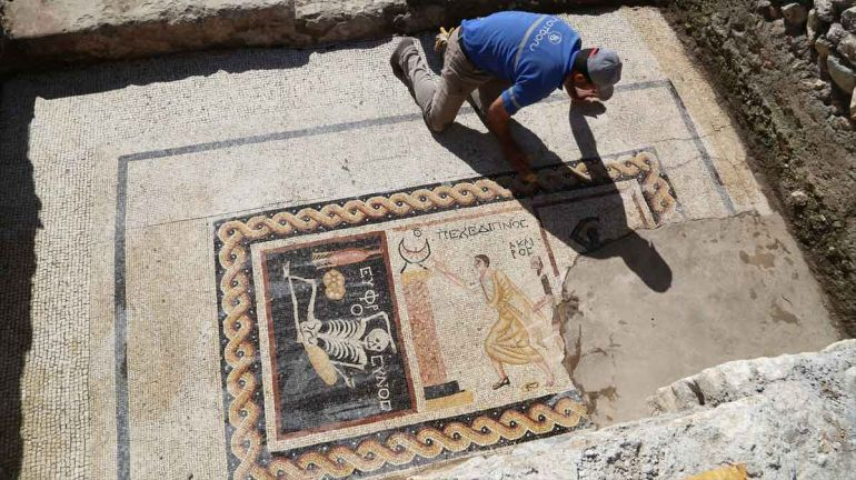 jovial-skeleton-mosaic-antioch-turkey_2