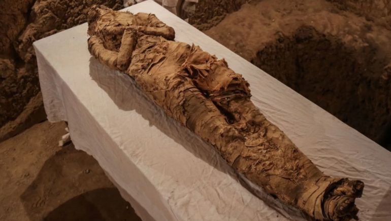 linen-wrapped-egyptian-mummy-luxor_1